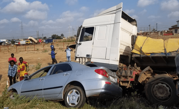 Truck crashes into 16 cars at Tema tollgate [photos] 4