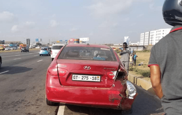 Truck crashes into 16 cars at Tema tollgate [photos] 2