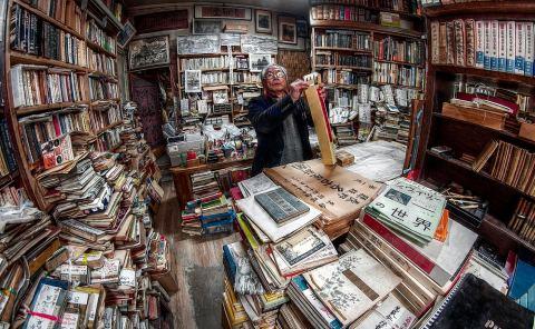 Seikando Bookstore, Man, Portrait, Fish Eyes, André Alessio,