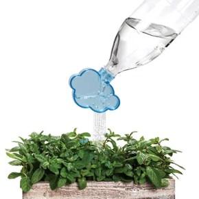 かわいい雲のデザイン雑貨。ペットボトルがジョウロに変身!