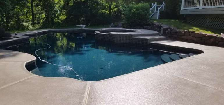 Swimming Pool Deck Coating With Quartz in Polyurea