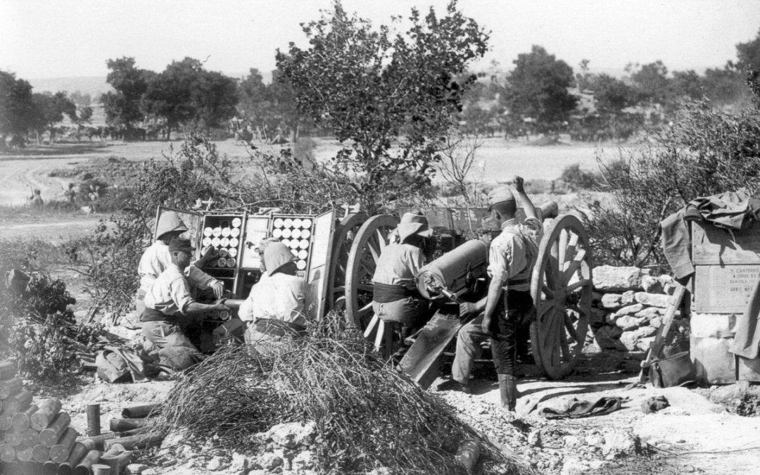 French_75_gun_at_Cape_Helles_1915.jpg