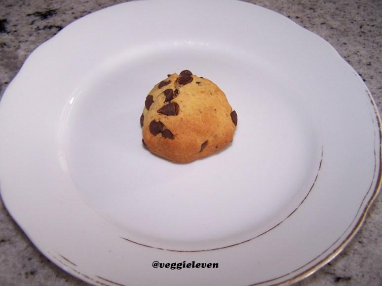 je moet de bolletjes deeg aandrukken op het bakpapier, anders krijg je gebakken bolletjes deeg!