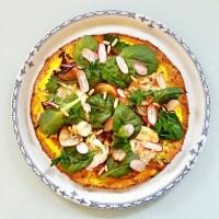 Pizza légumière à base d'une pâte de chou-fleur