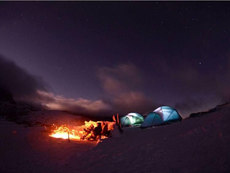 Las noches y sus estrellas, refugiados bajo la luz de la luna.