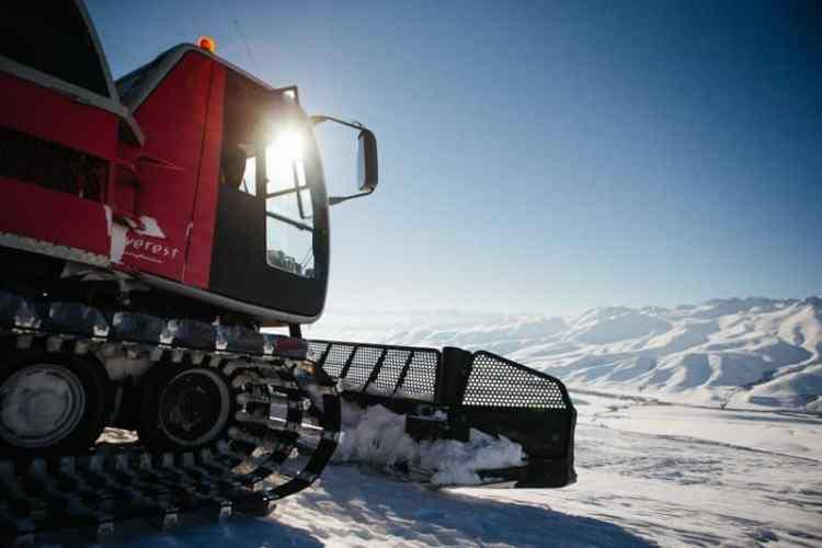 http---coresites-cdn.factorymedia.com-mpora_new-wp-content-uploads-2016-02-Cat-skiing-Snowboarding-in-Kyrgyzstan-2016-Dan-Medhurst-7417