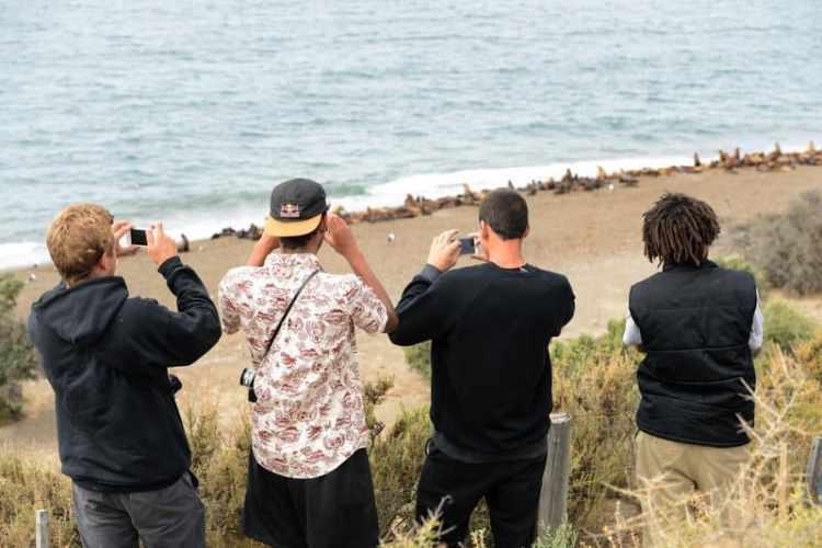 El equipo tomando fotos