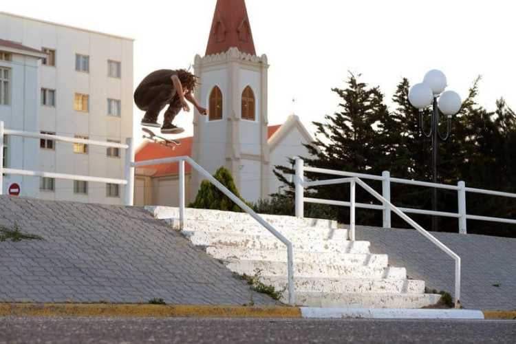 Josef Scott - Switch Heelflip
