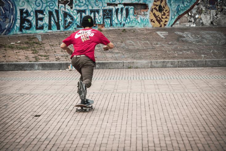 Pateando en las calles de Colombia.