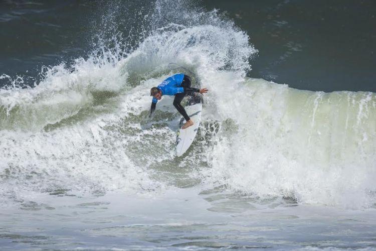 santi muliz surf ola isa campeon mundial