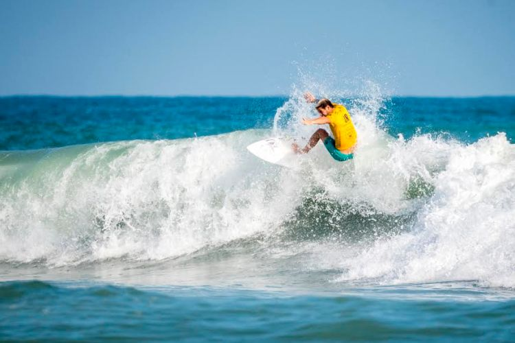santi muñiz surf ola campeon mundial