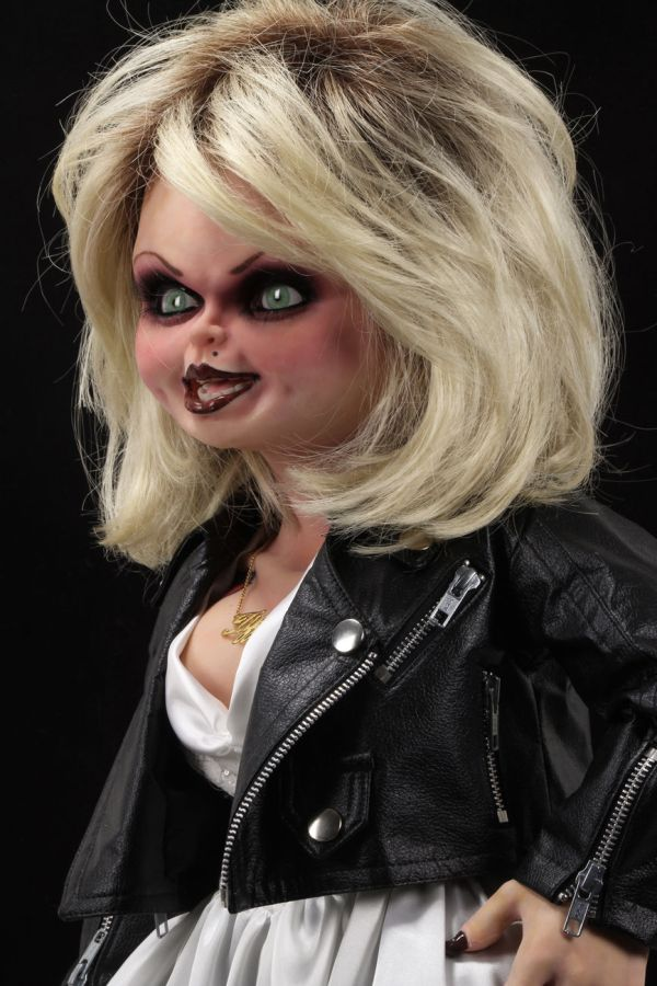 NECA Toys' Bride of Chucky life-size 1:1 scale Tiffany replica (face, angled left).