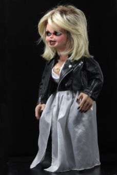 NECA Toys' Bride of Chucky life-size 1:1 scale Tiffany replica (angled left).