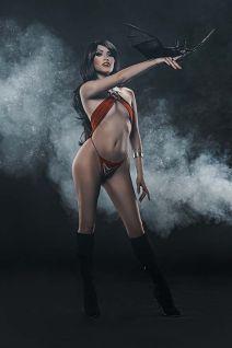 Dynamite Entertainment Vengeance of Vampirella Cover F (Cosplay, Virgin)