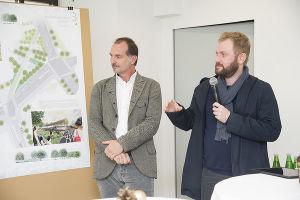 Erläuterten ihr erfolgreiches Konzept: DI Hans-Jörg Raderbauer von freiland (links) und DI Karl-Heinz Boiger von Hohensinn Architektur. (Foto: Stadt Graz/Fischer)