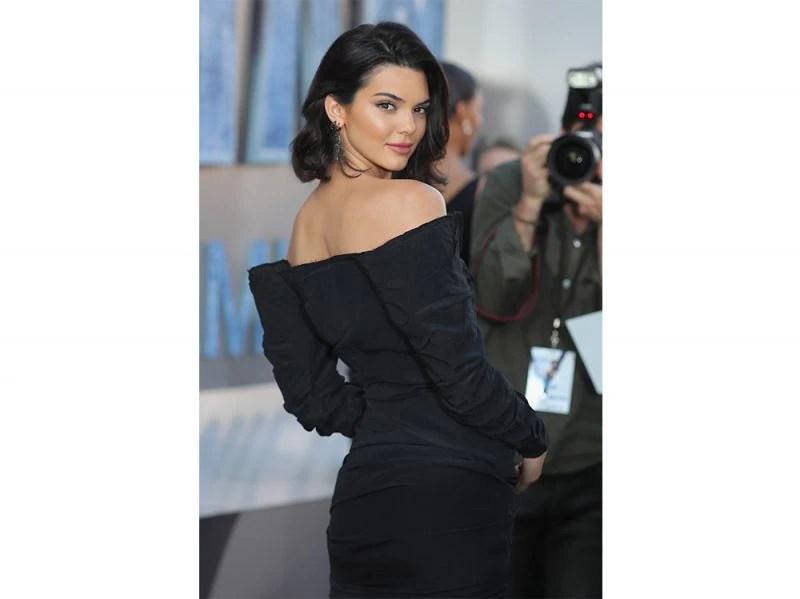 capelli castani delle star Kendall Jenner