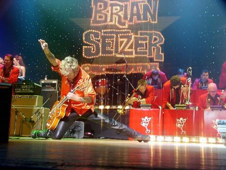 Brian Setzer Cancels Christmas Tour