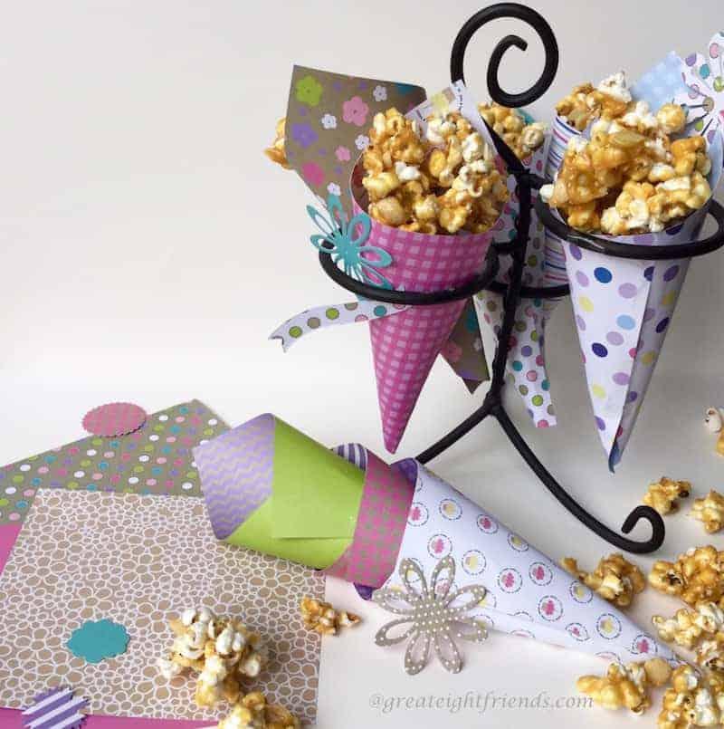 Caramel-Corn-Almonds-ServingIdea