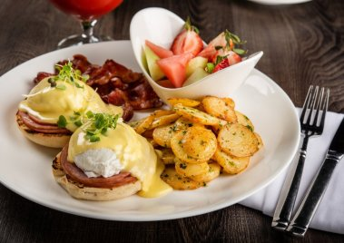 4799-Eggs Benny and drink