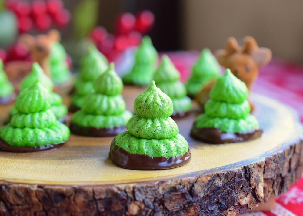 Christmas Tree Meringue.Paleo Peppermint Merengue Christmas Trees