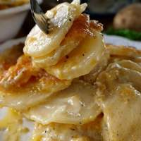 Cheesy Garlic Scalloped Potatoes