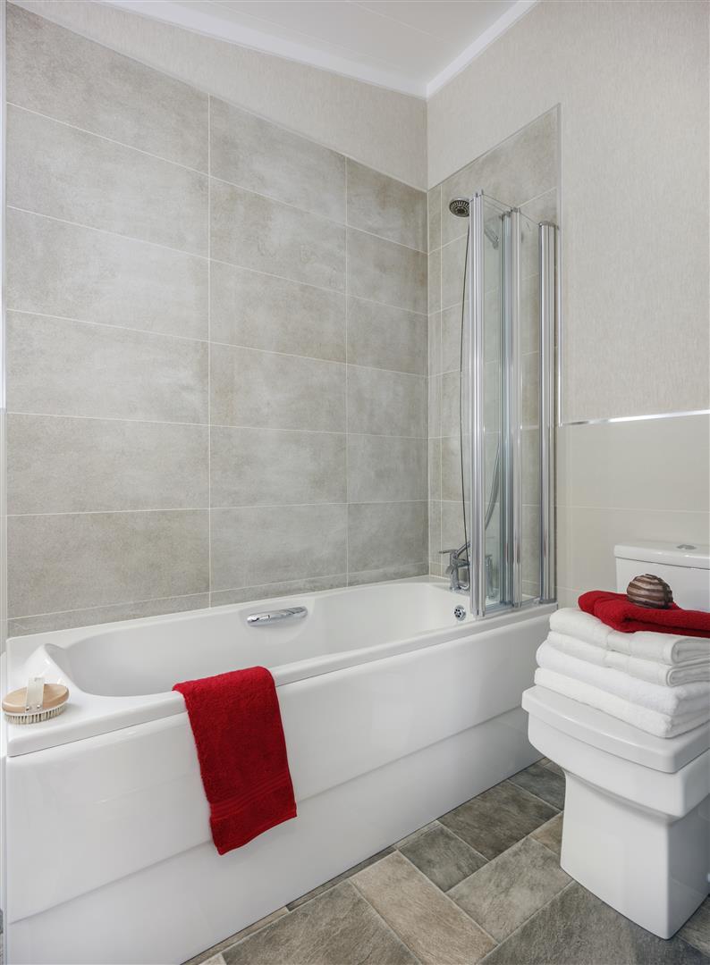 omar_kingfisher_bathroom_1