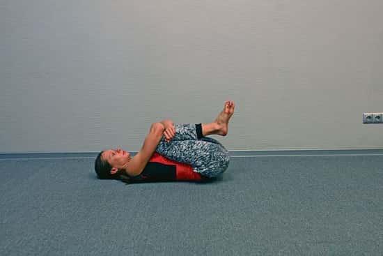 Упражнения для поясницы: 5 упражнений, не вставая с постели
