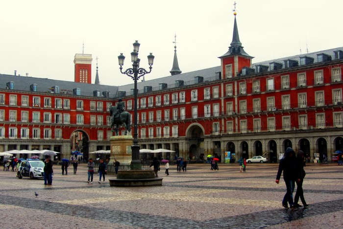 Madrid's Historical Plaza Mayor - See the City on Foot in 1 Day!