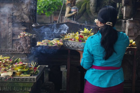bali, cleansing ceremony, dukun, indonesia