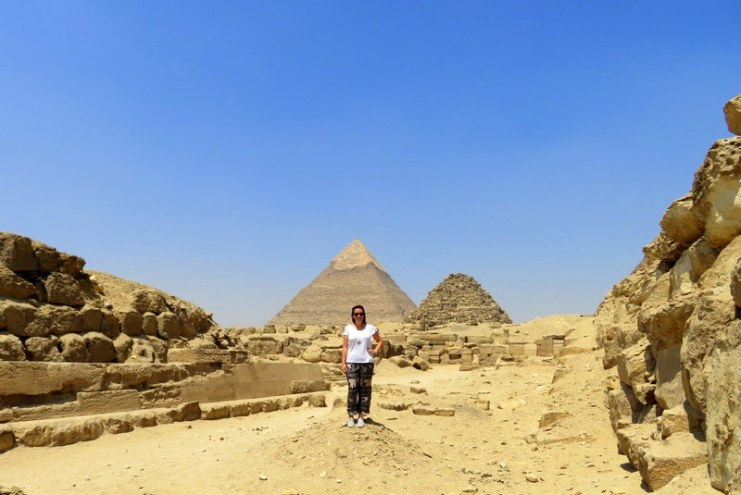 pyramids, giza, cairo, egypt, solo female traveler