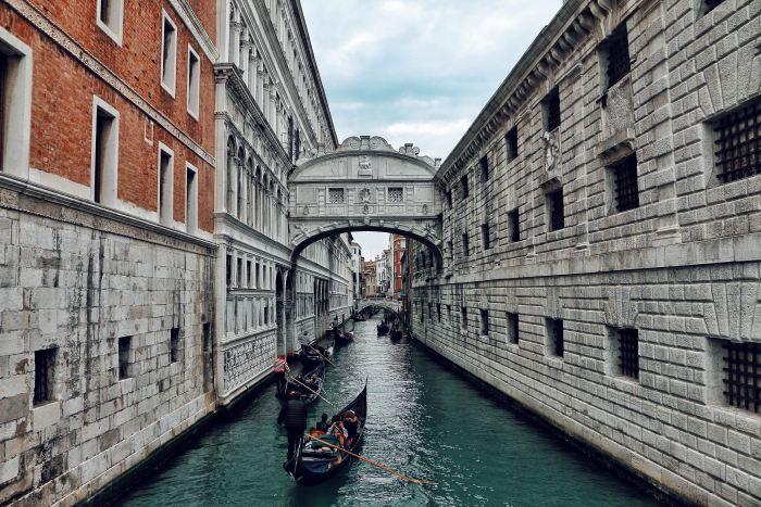 bridge of sighs, venice, doge's palace