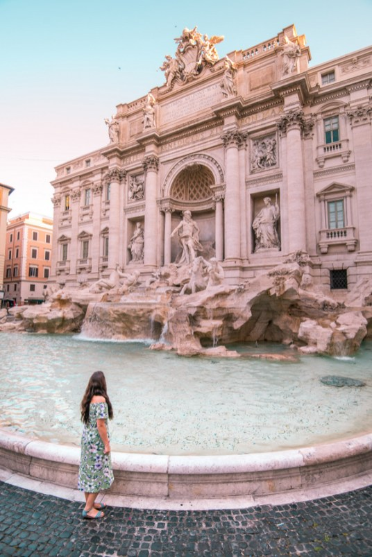 trevi fountain, pose