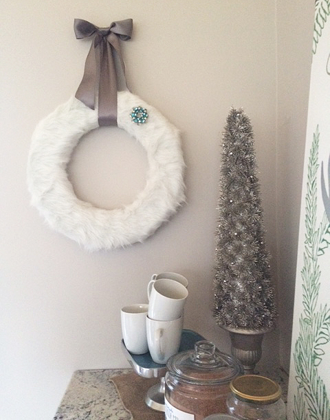 faux fur wreath_on wall close