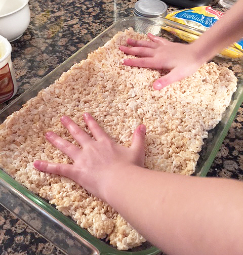 valentines rice krispies_making