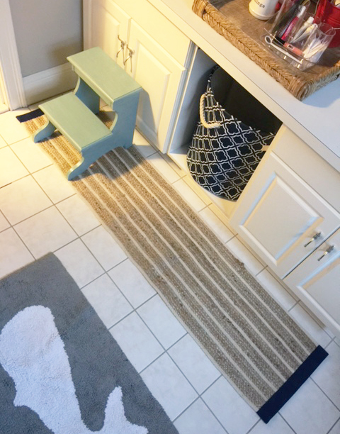 bath mat from table runner done 1