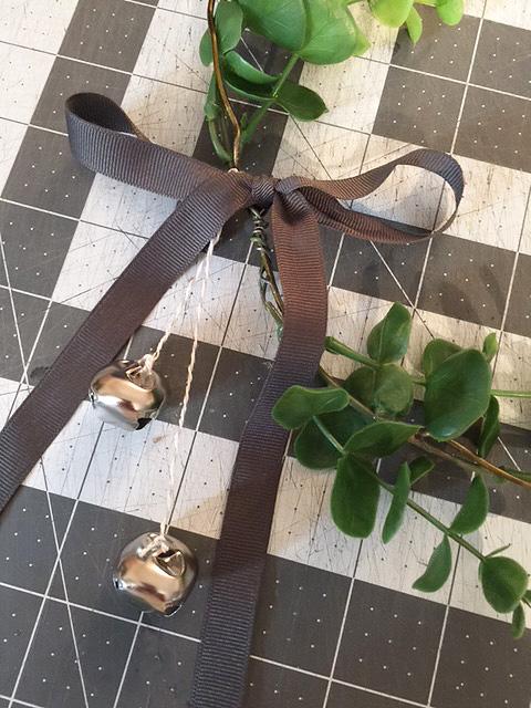 wire-eucalyptus-wreath_ribbon