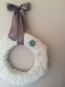 DIY faux fur wreath