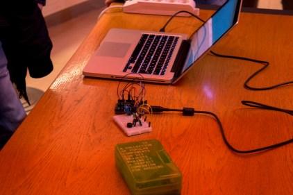 """Un semplice ma interessante progetto realizzato da alcuni alunni della 2H dell'I.I.S.S """"A.Righi"""" che misura temperatura ed umidità ma non mostrandoli su un display o accendendo dei led, ma soltanto con dei suoni...utile per i non vedenti!"""