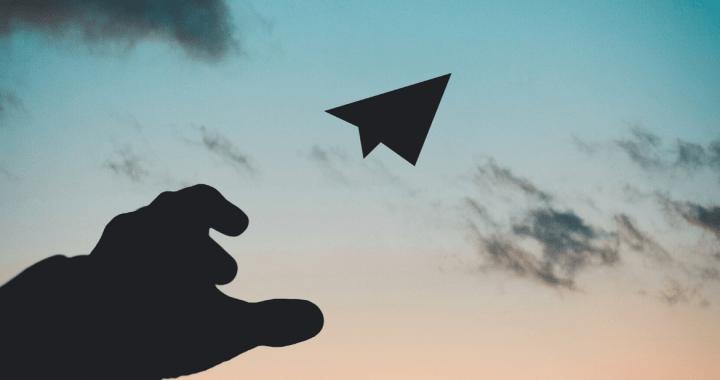 Il simbolo di Telegram, un aeroplanino di carta