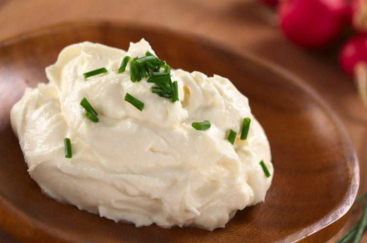 Homemade cream cheese with 2 ingredients – Greek yoghurt and salt