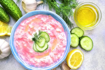 Keto Tzatziki goes pink - colourful Greek inspiration 1