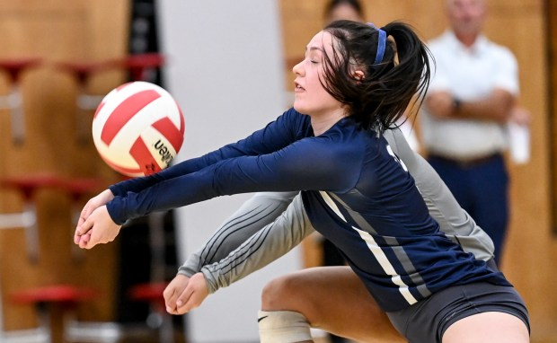 EATON, CO - SEPTEMBER 28:University's Chloe Ruhl (3) digs during the Eaton Reds volleyball match against the University Bulldogs at Eaton High School in Eaton Sept. 28, 2021. (Alex McIntyre/Staff Photographer)