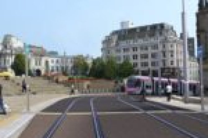 ekologiczny_transport_catenary-free-trams-in-victoria-square_birmingham