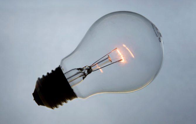jak oszczędzać energię żarówka 2