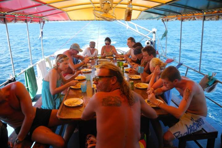 Delicious Thai food on the reggae queen snorkel liveaboard