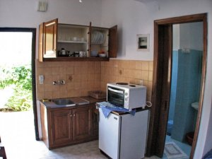 irene-3-person-apartment-kitchen