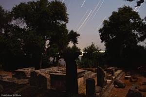 star-trails-ove-apollo-temple-mon-repos