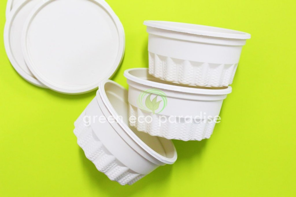 Biodegradable bowl for soup. Use biodegradable food packaging for takeaway.