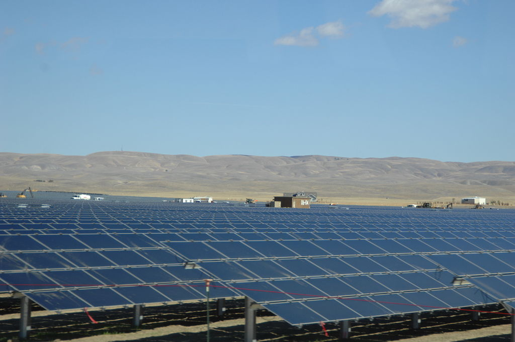 Solar Panels at Topaz Solar 7. Photo by Sarah Swenty/USFWS. Wikimedia Commons