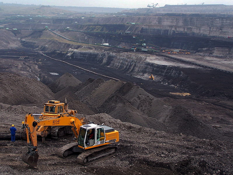 "Lignite mine, ""Turów"", Poland. Author Anna Uciechowska. GNU Free Documentation License. Wikimedia Commons."